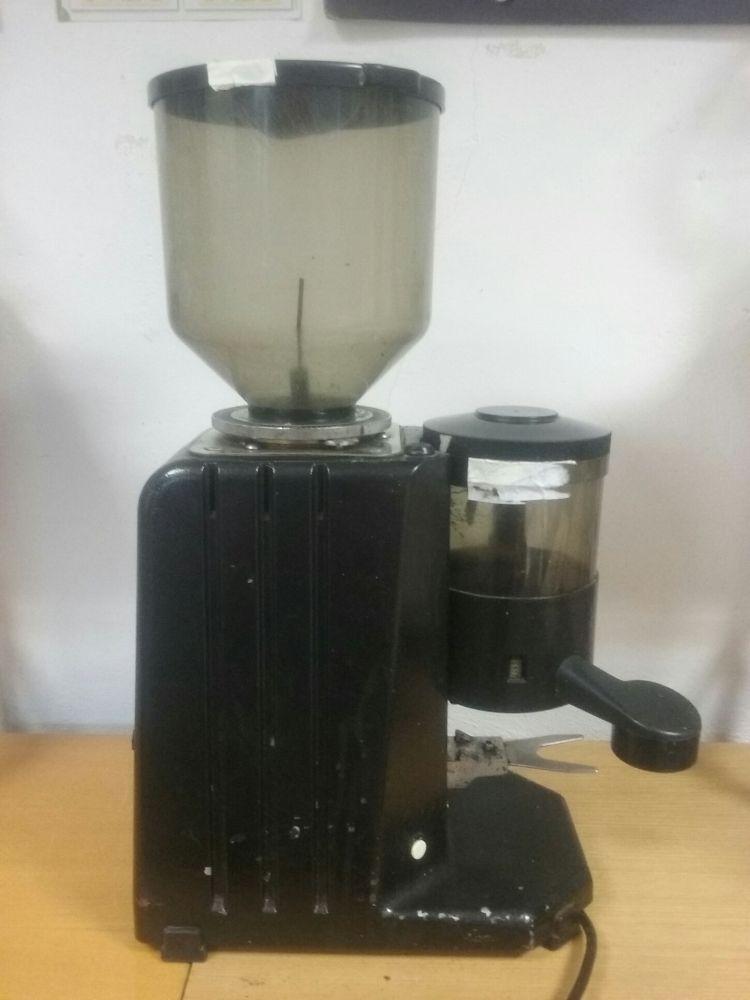 Mlýnek na kávu profesionál