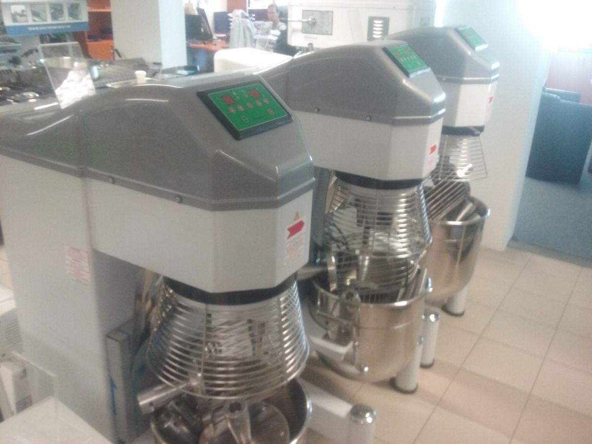 Universální robot Premium 30 L