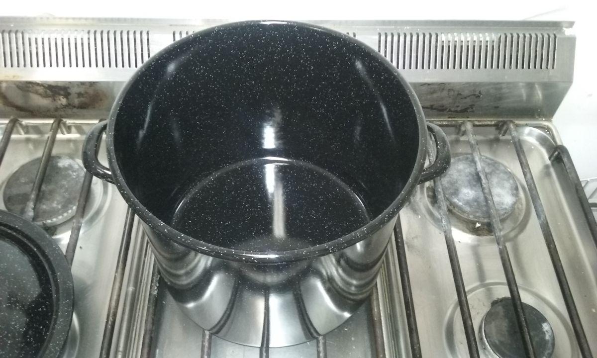 Smaltovaný hrnec s poklicí 7,5 L