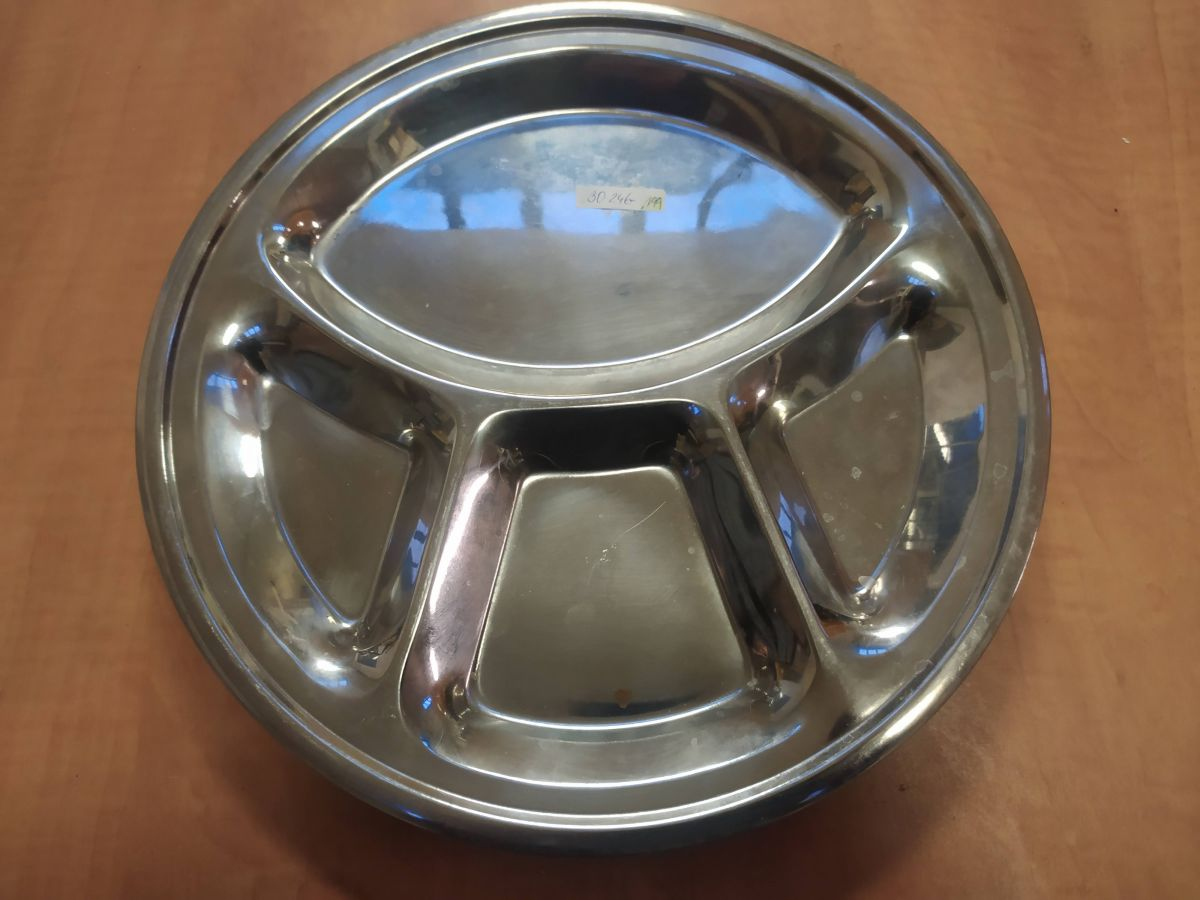Dělený talíř kovový