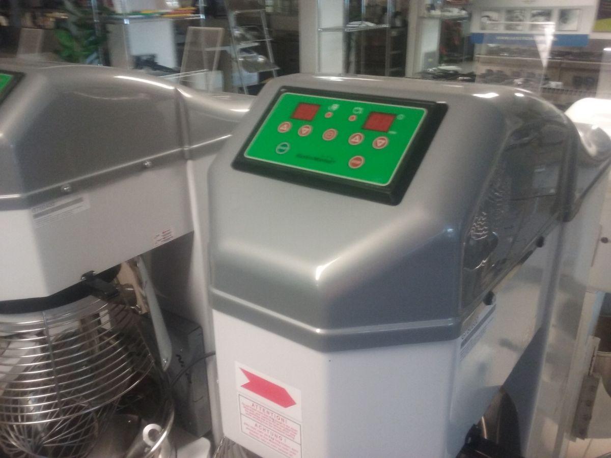 Universální robot Premium 60 L
